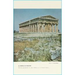 Rome et les débuts du Moyen Age. Classe de Cinquième. Le temple de Paestum. Photo G. Viollon-Rapho.